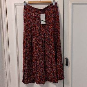 NWT! Zara floral Midi skirt size M